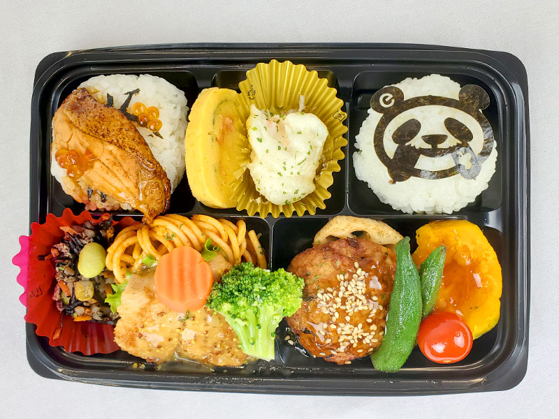200924_animalfair_panda2.jpg